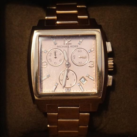 c904e381bb07 Michael Kors Women s Rose Gold Square Wrist Watch.  M 5a72662550687c8f856dfccc